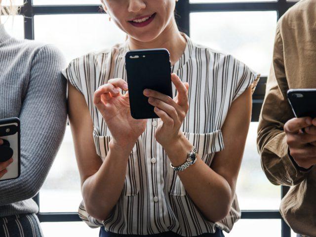 Combatir la informalidad gravando los servicios digitales como Netflix y Uber