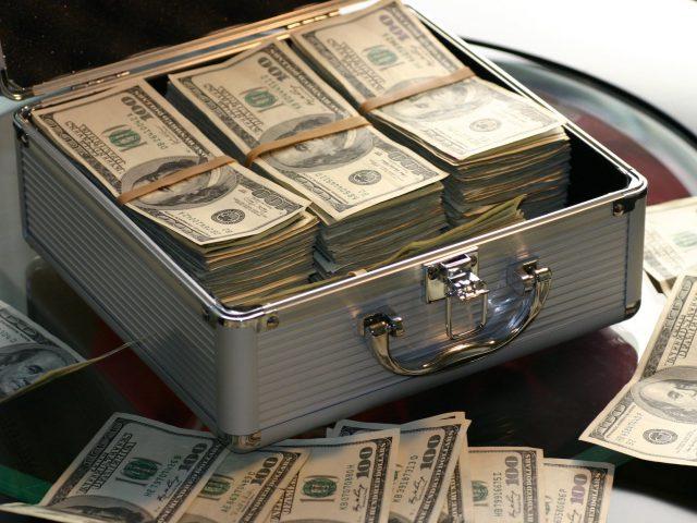 ¿Quién sacó el dinero?