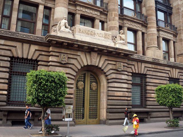 Banco de México hace ajustes ante crisis mundial