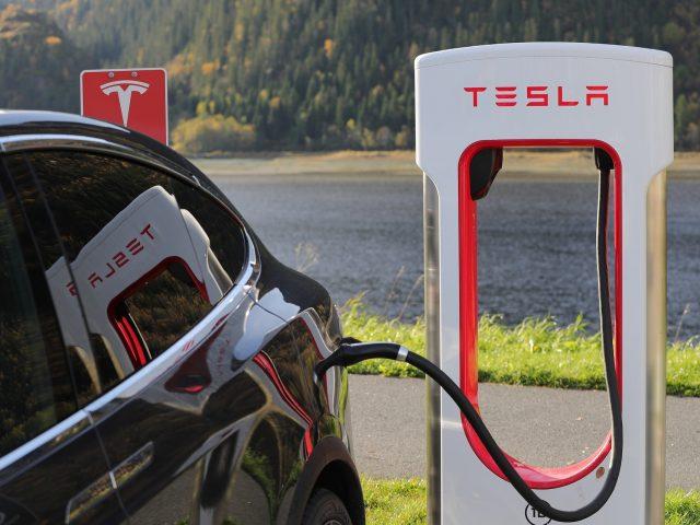 Tesla lucha para volver… mientras que Amazon se hace más fuerte