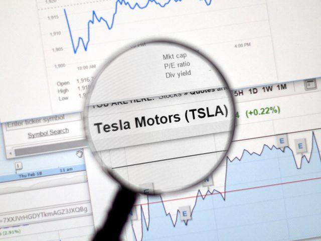 Tesla no entró al índice S&P 500 y sus acciones lo saben